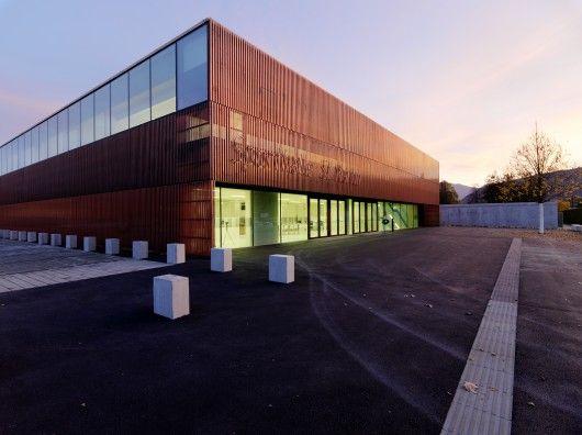 Sports Hall St. Martin / Dietger Wissounig Architekten