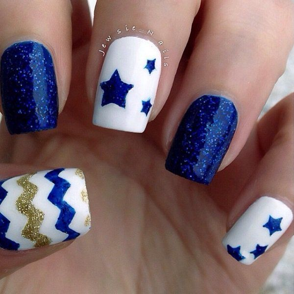 Cool looking blue themed nail art design. This pretty piece uses sandwich glitter technique with sheer polish. Gold glitter is also used for zigzag details along with blue glitter for the star details on top of a white base coat.