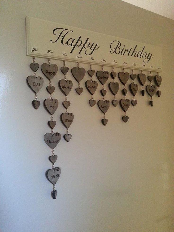 Foto: Verjaardag kalender Hand geschilderd Namen met een soldeerbout in de hartjes gebrand. Geplaatst door CreatiefByViev op Welke.nl