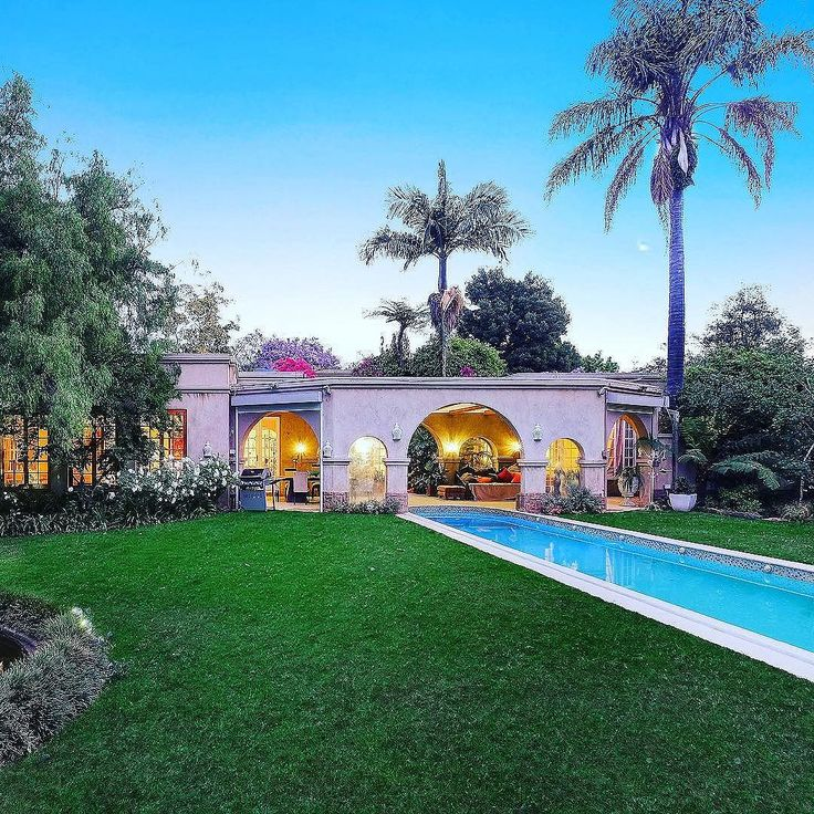 Gorgeous Mediterranean-style home located in the midst of busy Johannesburg!  #Houghton #mediterranean #LuxuryPortfolio #ChasEveritt