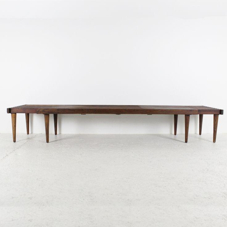 Table basse banc 1964 en bois de noyer