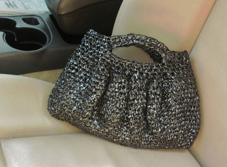 recycle vhs tape by crocheting it into a cute bag for the home plastic bag crochet knitted. Black Bedroom Furniture Sets. Home Design Ideas