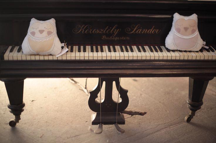 piano and Kankaleen owls