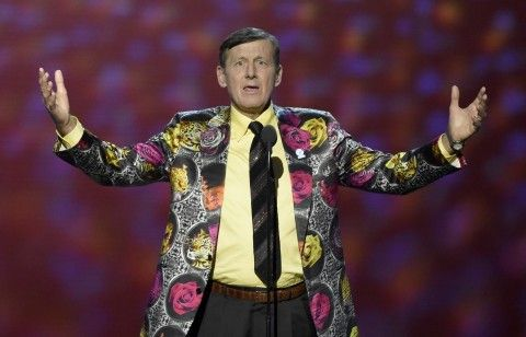 Craig Sager lived the look as he accepted the Jimmy V award for perseverance at the ESPYs. You can wear the T-shirt. (Chris Pizzello/Invision/AP)  #sagerstrong #craigsager #trending #trend #jacket #suit #bespoke #colorful #cancer #sidelineforsager #nba #sports #reporter #sideline #tntsports #baseball #ihatecancer #turnersports #nbatv #life #nbaontnt