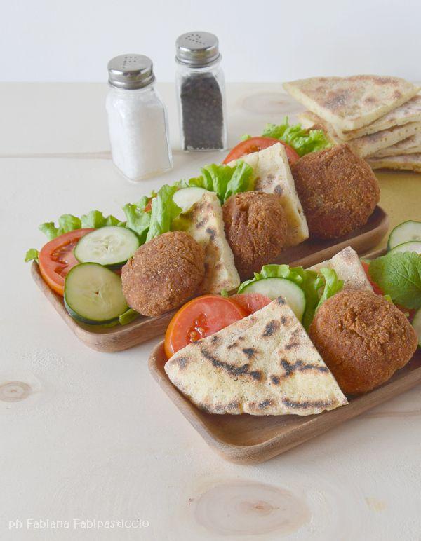 ♥Fabipasticcio: Falafel di lenticchie e pane naan con salsa tzaziki senza glutine senza lattosio senza proteine del latte senza uova vegan