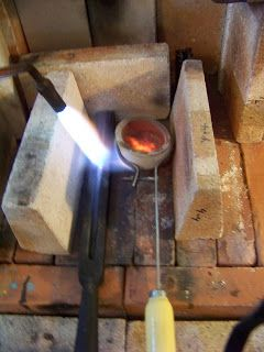 Great Tutorial on making ingots Daniel Icaza Artist & Metalsmith: First Entry: How to Cast an Ingot (Fine Silver Ingot)