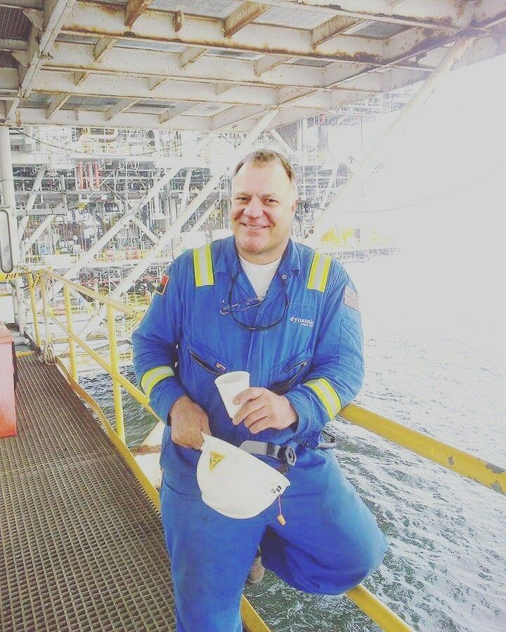 Oil on rigs scammers male How A