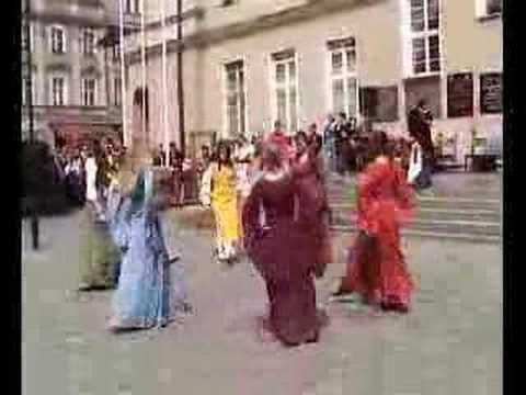 Medieval dance - YouTube