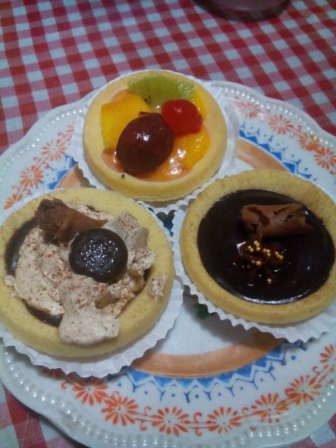 Fruit pie mango vla Tiramisu pie filling with chocolate... Chocolate pie...  Oh dear...forgot bout getting fat. Lets fat together....  So...where do I start to eat... #tiramisupie #fruitpie #fruitpiemangovla #chocolatepie #fruitpiemakassar #piemakassar #dapurbunda