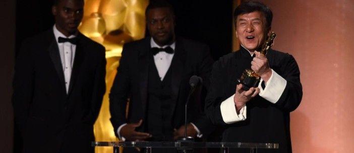 Finalmente! Depois de 56 anos e mais de 200 filmes, Jackie Chan recebe o seu primeiro Oscar https://angorussia.com/entretenimento/media/finalmente-56-anos-200-filmes-jackie-chan-recebe-primeiro-oscar/