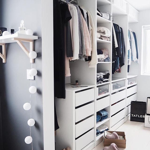 Happy almost weekend sweeties ✨🐭 . . #walkincloset #closet #bedroom #skandinaviskehjem #myhome #nordichome #scandinavianinterior #whiteinterior #boligplussminstil #rom123 #nordicinterior #elledecoration #interieur #inredning #inspoweekend #essentials #styleaddict #scandinavianhome #minmote #fashionista #mystyle #inspiration #comakihl