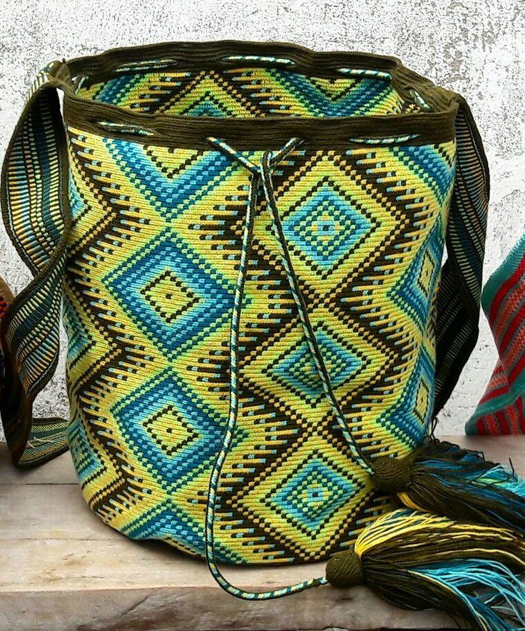 Mochila wayuu diseño geometrico.