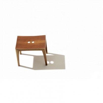 Der Schemel ist ein zu Unrecht vergessenes und äusserst vielseitig nutzbares Möbelstück. Otto ist ein eleganter und schlichter Holzschemel. #Schemel #Holz #Holzschemel #Birne #Zwetschge #Walnuss #Eiche #Buche #Kernbuche #Kirsche #Esche #Kernbuche