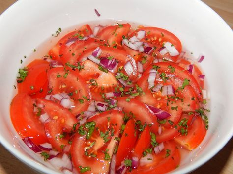 Ecetes paradicsomsaláta recept: Remek ecetes paradicsomsaláta recept! Aki szereti, az ecetes salátákat feltétlenül próbálja ki. ;) Csak jó minőségű ecetet használjunk, azzal lesz igazán finom! ;)