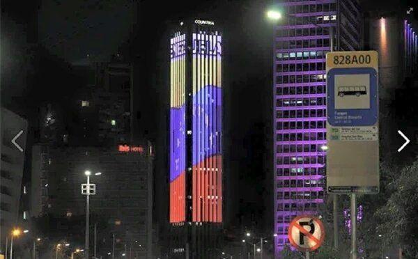 Torre Colpatria en Colombia luce la bandera de Venezuela #6D