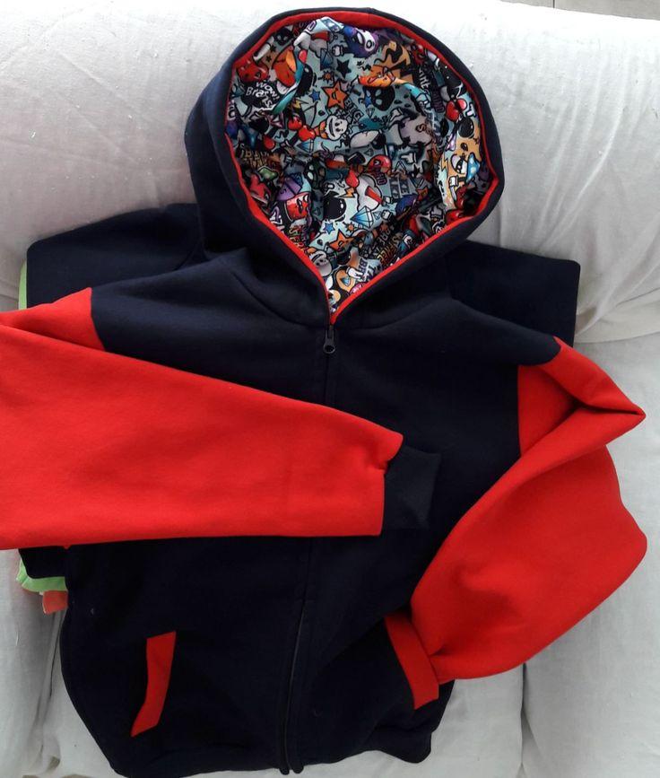 Campera con capucha sublimada