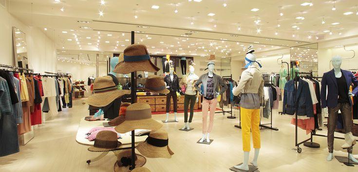 BARNEYS NEW YORK|バーニーズ ニューヨーク 「バーニーズ ニューヨーク新宿店」ウィメンズフロアリニューアル <2階> 2階は、「アクネ」「エージー」「モンクレール」「イザベル マラン エトワール」などのウェアにくわえ、人気のデニム、スカーフ、帽子、ヘアアクセサリー、ベルト、傘などのアクセサリーが充実