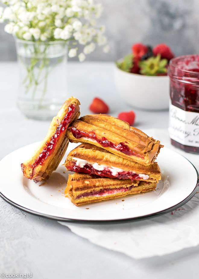 Sweet Raspberry Panini - crunchy on the outside, filled with Raspberry preserves and cream cheese. Only 5 ingredients and 5 minutes to make.