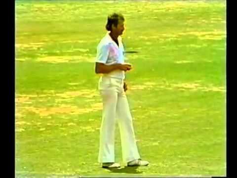 Sunil Gavaskar famous incident vs Dennis Lillee MCG 1980 81 - (More info on: https://1-W-W.COM/Bowling/sunil-gavaskar-famous-incident-vs-dennis-lillee-mcg-1980-81/)