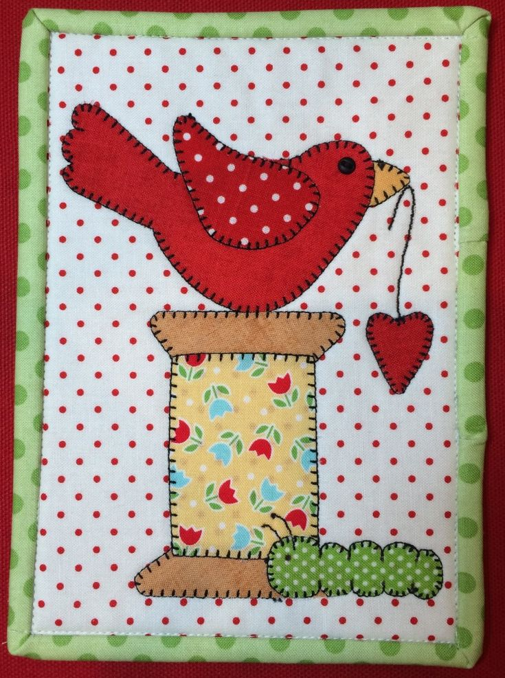 A quick applique Spoolie Bird Mug Rug. The perfect quilt to make for yourself or a very special friend. Available printed or instant download pdf.