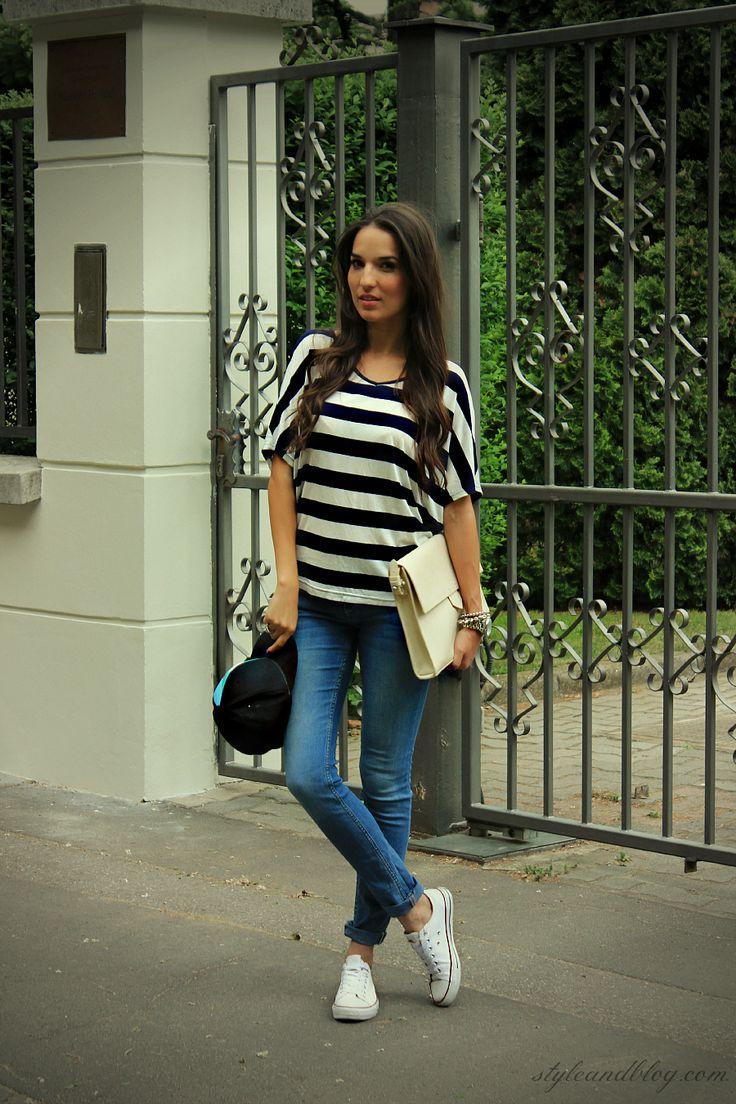 Black And White Shirt Jeans Sneakers Style Loves Pinterest White Converse White