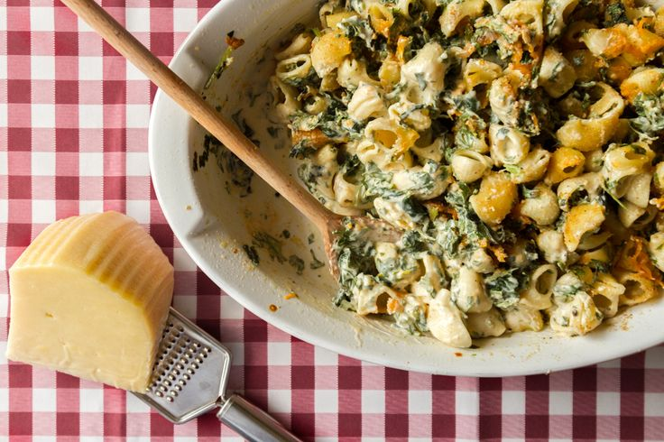 Baked pasta with spinach and feta cheese! How doesn't love a quick pasta dish after a busy day???
