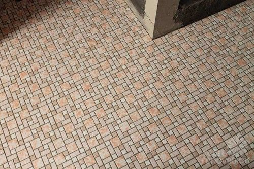 Kate use SpectraLOCK epoxy grout to grout the mosaic tile floor in her new bathroom. I turned out great! She shares her tips for using this grout successfully.