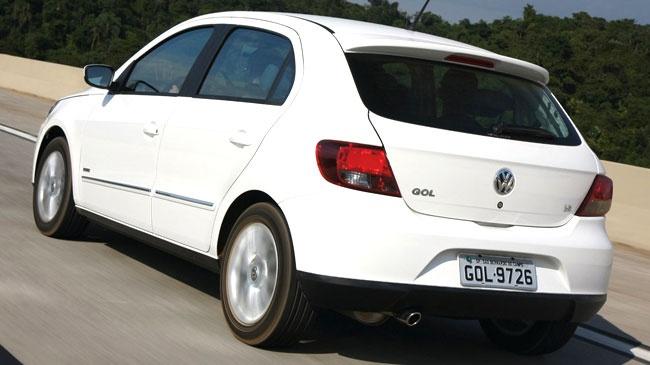 Volkswagen Gol Hatchback 2011: Tiene un motor de cuatro cilindros de 1.6 litros e inyección multipunto, que entrega 101CV a 5.250rpm y un torque de 143Nm a 2.500rpm, el cual se asocia a una transmisión manual de cinco velocidades.
