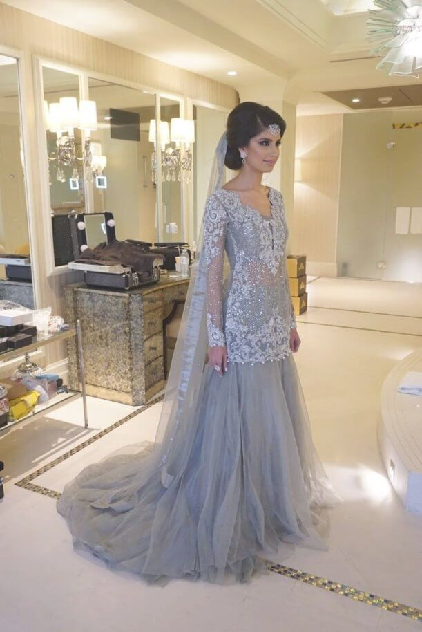 Best And Beautiful 30 White And Gold Indian Wedding Dresses Best Inspiration In 2020 Prom Dresses Long With Sleeves Indian Wedding Dress Modern Pakistani Wedding Outfits