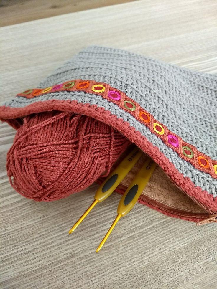 Bolsa a crochet para llevar hilo y agujas a todas partes... Imprescindible
