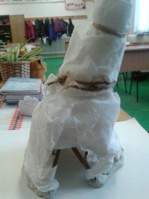 jurta végtelenül egyszerűen: papírból, botokra - ötödikes fiúk alkotása