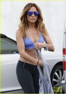 Jennifer Lopez, workout clothes, fitness clothes, gym clothes.