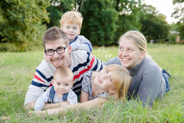 Lebendige Kinder- und Familienfotos für authentische Portraits von Kindern und Familien, outdoor im Grünen, im Park, Potsdam und Berlin Lebendige Familienfotos und Kinderfotografie im Freien