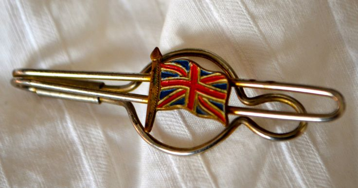 """British """"Union Jack"""" Tie Clip Tie Bar, Lovely Vintage Piece with British Flag by StudioVintage on Etsy"""
