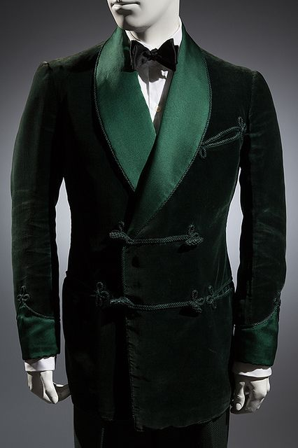 Green velvet, satin, 1936, London. Collection of Alan Bennett, Davies and Son.  www.fitnyc.edu/21912.asp © 2013 The Museum at FIT Photo by Eileen Costa