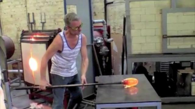 A performance by glass artist Phil Stokes creating pendants for Virginia Plain, Flinders Lane. on Vimeo