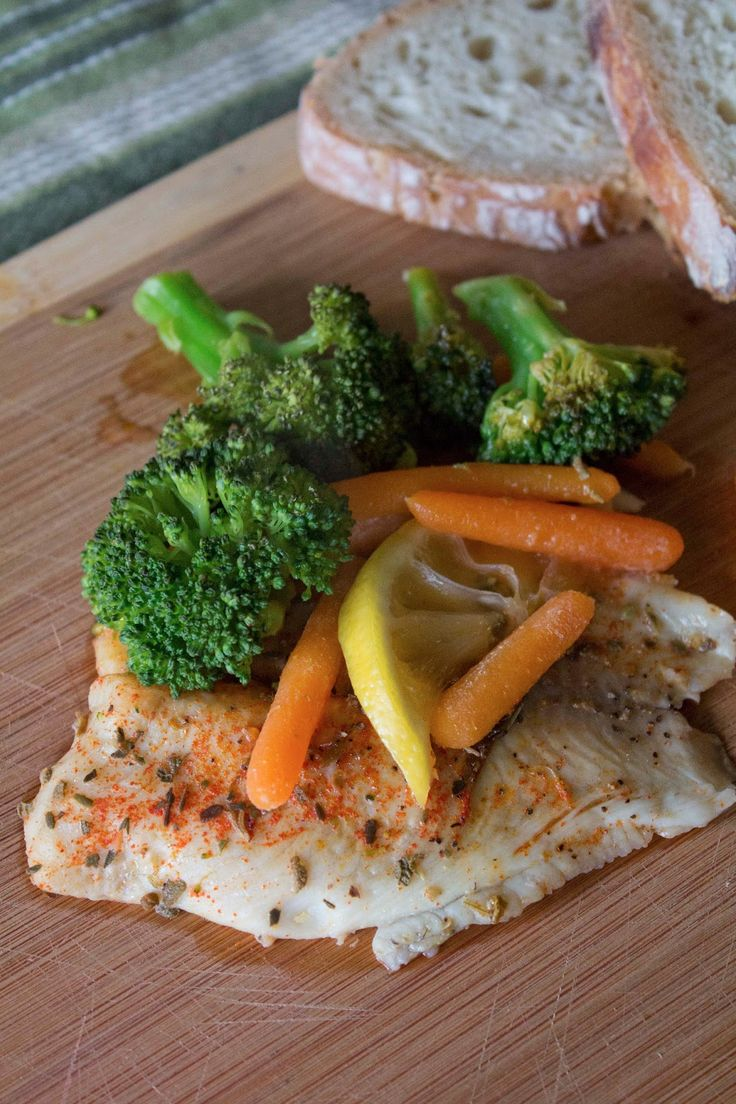 Easy baked fish with veggies in foil