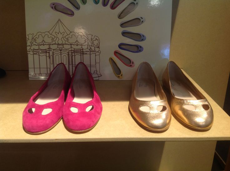 #durval #shoes #ballerine #ballerinas #flat #youmusthaveit #madeinitaly #florence #firenze #iloveshoes #iloveshoppig #leather #fashion #moda #fashionblogger #suede #cute #feet #crown #colours #rosso #gold