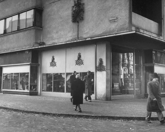1946   The Royal Family Wine Shop