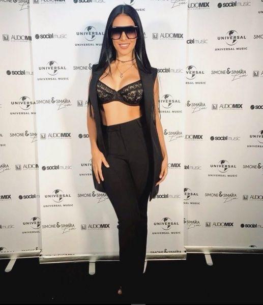 Só de sutiã! Simaria Mendes enloquece fãs com look ainda mais ousado