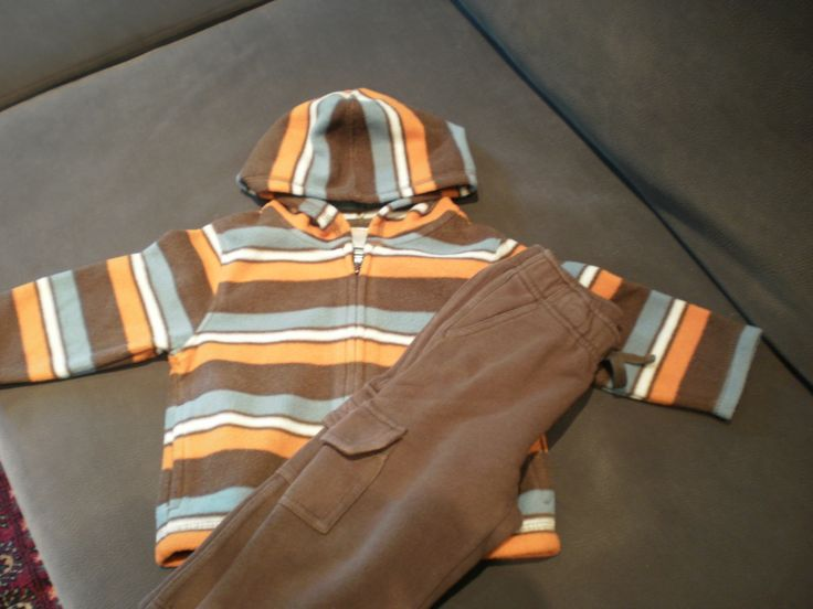 Tracksuit brown 12-24M. http://www.bebecouture.gr/index.php?id=26&pid=91