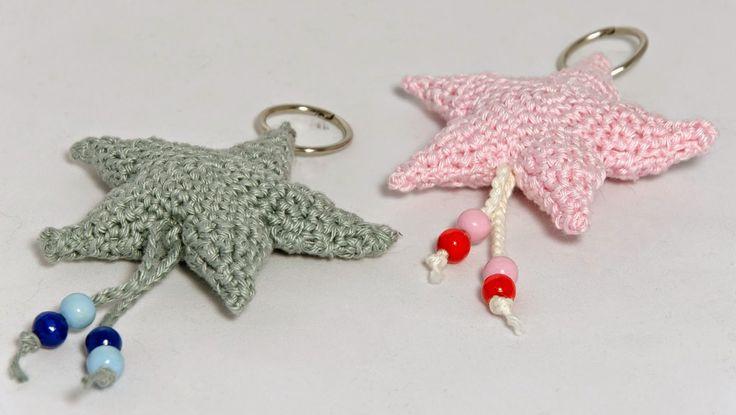 Sleutelhanger sterretjes! Ze zijn erg simpel om te haken, maar vindt ze door de versiering van de kralen helemaal leuk!