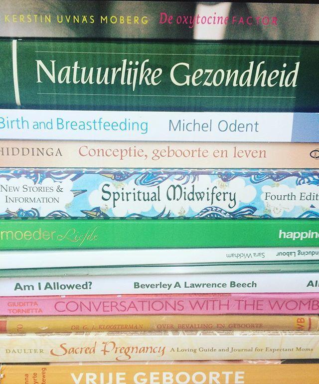 Boeken. #boeken #natuurlijk #natuur #natuurlijkleven #bewust #zwanger #zwangerschap #bevallen #geboorte #doula #spiritualiteit #spiritualmidwifery #inamaygaskin #robinlim #midwife #conceptie #leven #vrijegeboorte