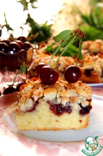 Нежный вишневый пирог с миндальным топпингом - кулинарный рецепт