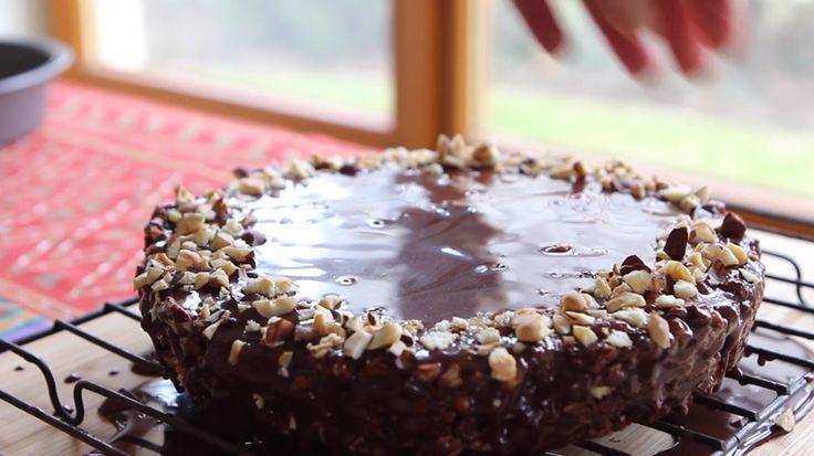 Εξαιρετικά εύκολος κορμός με σοκολάτα και φουντούκια που μπορείτε όλοι να φτιάξετε ,ακόμα κι οι αρχάριοι !!!