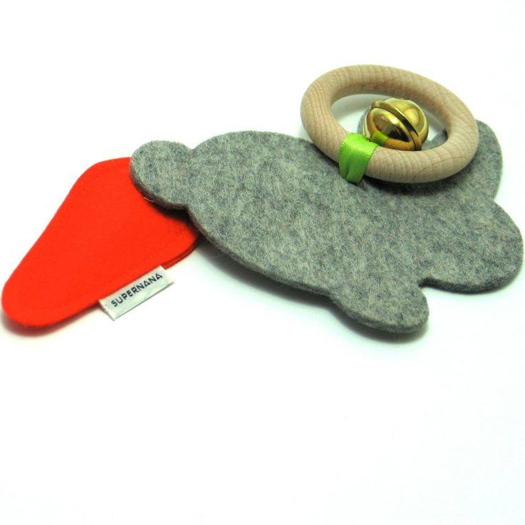konijn rammelaars - Supernana handgemaakte babyslofjes, pantoffels en speeltjes van vilt