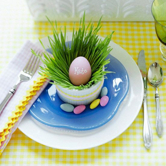How cute is this Grass-and-Egg Easter Table Setting?