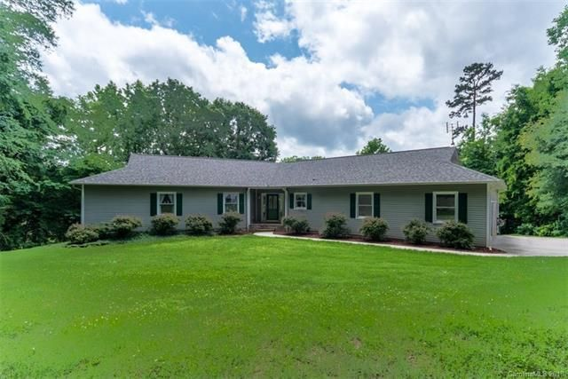 Waterfront home for sale in Lake Wylie SC. Call Scottie Ann McClure with DWRE 7048602216 Get buyer rebate at closing sign up as buyer agent.