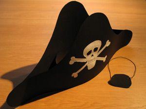 Knutselen Piratenhoed - uitleg op http://www.schoolplaten.com/knutselen-piratenhoed-k15370.html