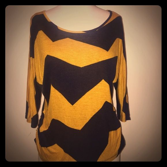 ⚡️SALE⚡️Gold and Black Chevron Top Pre- Loved chevron top. 3/4 sleeves. Draped sides. Lightweight and trendy top. Has one small hole on the back where the price tag came off. Unnoticeable. Love J Tops